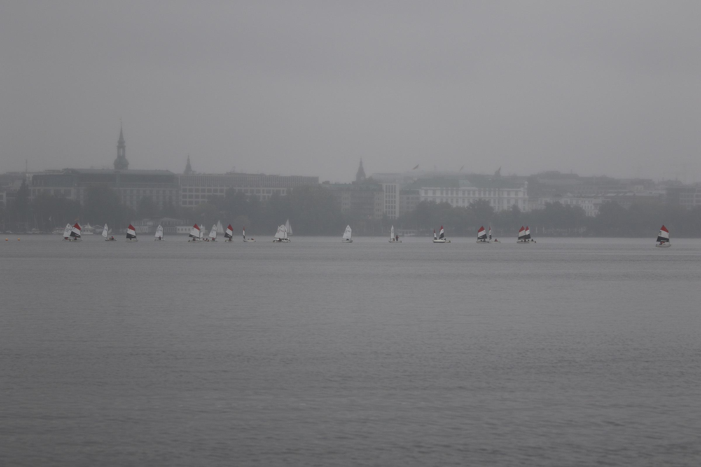 Grau in grau: Opti C und B trotzen dem Regen und der Flaute
